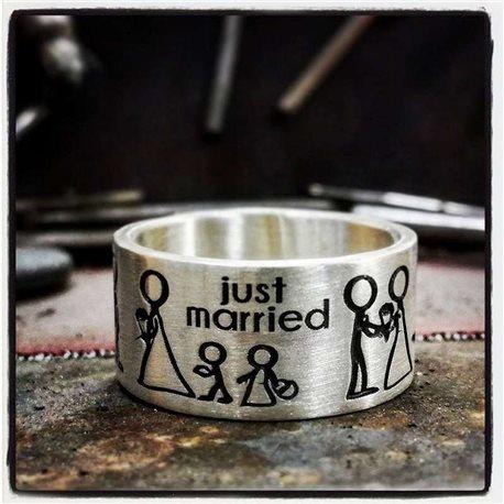 Nomi e frasi incidi e personalizza il tuo anello