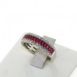 Nostre creazioni Anello a fascia in oro bianco con diamanti e rubini taglio baguette db1685anr