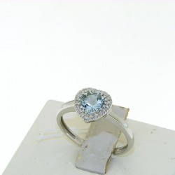 Ring in 18k gold with AQUAMARINE hert cut and diamonds 5600A1