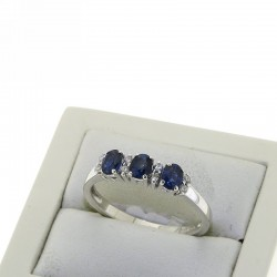 Trilogy ring with DIAMONDS AND BLUE SAPPHIRE OX11Z09